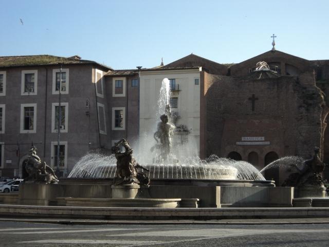Ao fundo, a Basílica de Santa Maria dos Anjos e dos Mártires em Roma